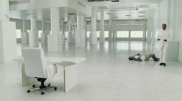 белый цвет в интерьере «Брюс всемогущий»