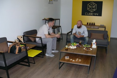 pervyj-showroom-u-cube-44_1
